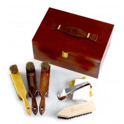 Marco Ricci Sicilia 7 el. zestaw szczotek z końskim włosiem i akcesoriów do pielęgnacji obuwia w drewnianym kufrze